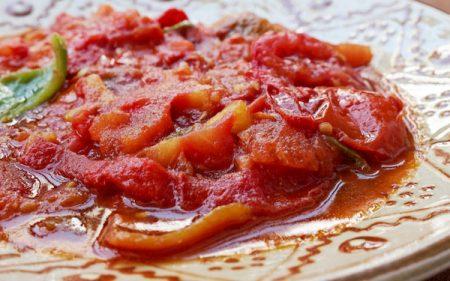 Les zéro-gâchis des grandes surfaces: sauver les tomates et les poivrons aux dates de péremptions avancées